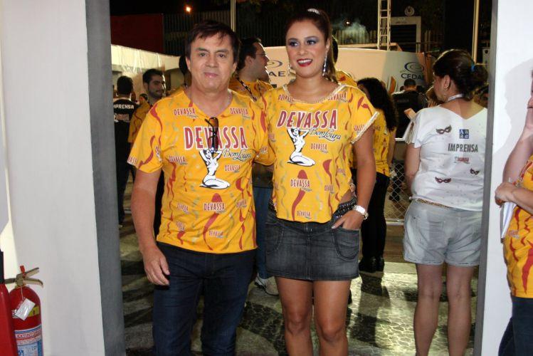 Chitãozinho e Márcia Alves vão acompanhar os desfiles do 2º dia no Rio de Janeiro em um dos camarotes da festa (07/03/2011)