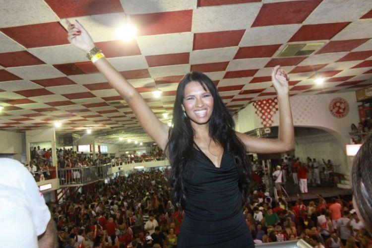 A ex-bbb Ariadna vai à quadra do Salgueiro na noite de sábado, no Rio de Janeiro (12/02/2011)