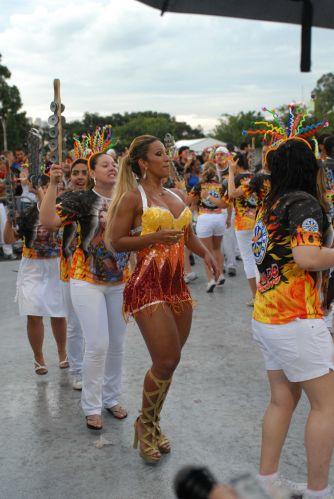 A dançarina Valeska Reis participa de ensaio técnico da escola de samba Águia de Ouro, em São Paulo (14/2/2011)
