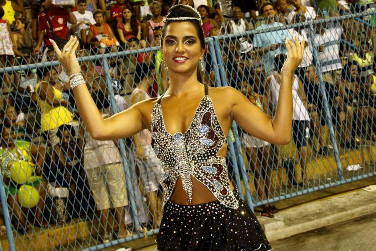 Rainha de bateria da União da Ilha, Bruna Bruno participa de ensaio técnico da escola no Rio de Janeiro (14/2/2011)