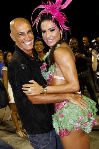 Gracyanne Barbosa e Amin Khader participam de ensaio técnico da Mangueira na Sapucaí (13/2/2011)