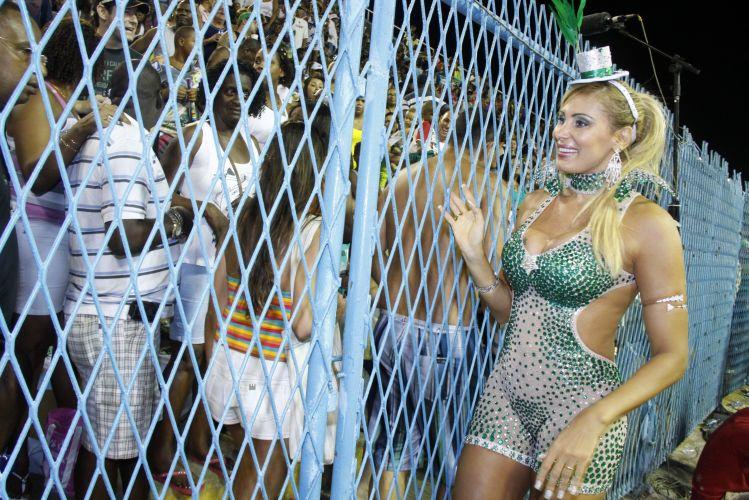Ângela Bismarchi participa de ensaio técnico da Mocidade Independente na Sapucaí (13/2/2011)