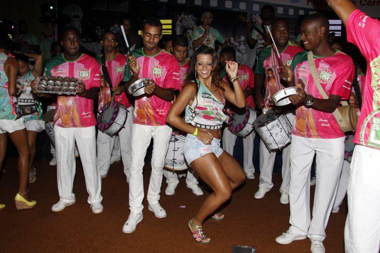 A rainha de bateria da Mangueira, Renata Santos, samba durante Feijoada da agremiação na tarde de sábado em um hotel da Barra da Tijuca, Rio de Janeiro (19/02/2011)