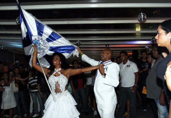 O casal de Mestre-Sala e Porta-Bandeira, Claudinho e Selminha Sorriso, evolui em ensaio da Beija-Flor no Vivo Rio, nesta sexta-feira, no Rio de Janeiro (04/02/2011)