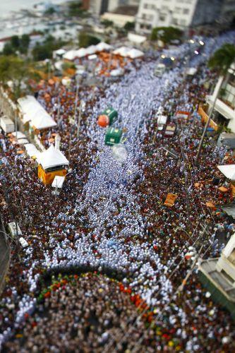 Com 8.000 foliões, bloco Afoxé Filhos de Ghandy faz desfile no circuito Campo Grande, no quarto dia do Carnaval em Salvador (06/03/2011)