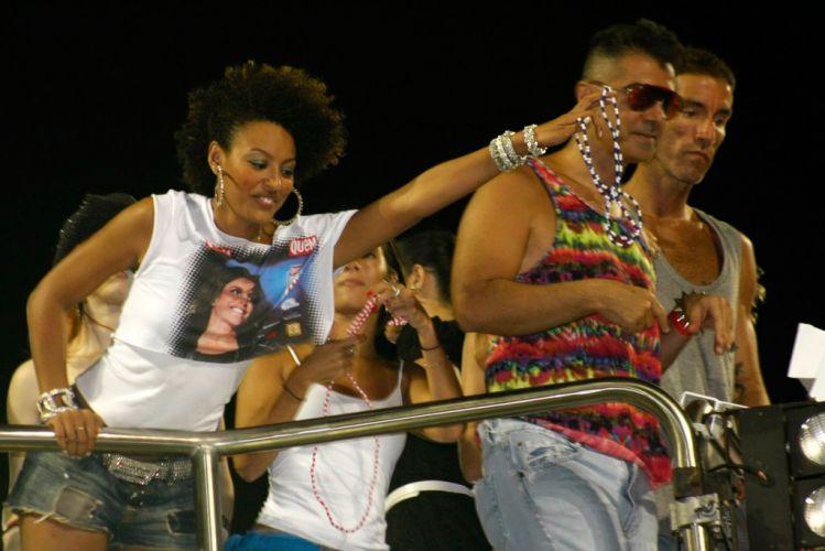 Sheron Menezes participa da folia no trio de Ivete Sangalo. A atriz participou do 1º dia de desfiles no Rio de Janeiro (RJ), como rainha de bateria da Portela(07/03/2011)