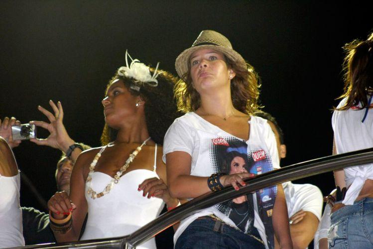 Fernanda Souza acompanhou o bloco da Ivete Sangalo em cima do trio da cantora (07/03/2011)