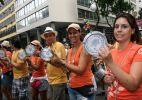 Desfile do Monobloco leva multidão às ruas do centro do Rio