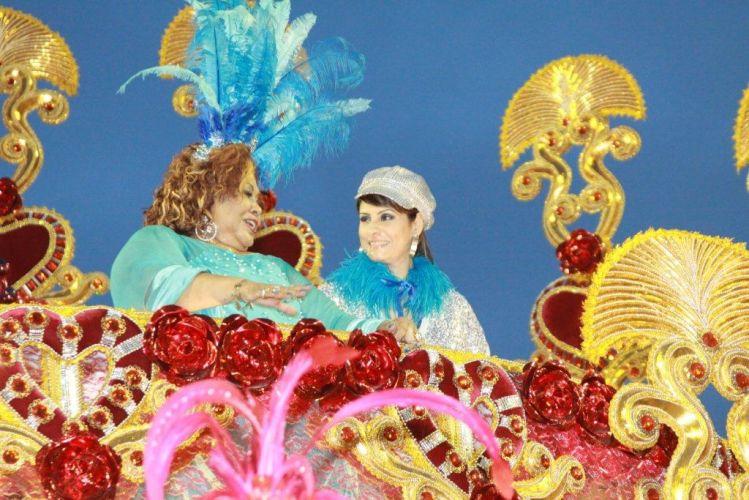 As cantoras Alcione e Fernanda Abreu desfilaram em carro alegórico da Beija-Flor. Escola fechou os desfiles do Grupo Especial do Rio de Janeiro (07/03/2011)