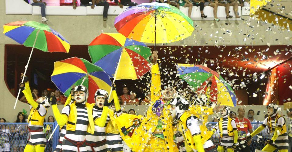 Comissão de frente da São Clemente abre o Carnaval carioca com enredo em homenagem ao Rio de Janeiro (6/3/2011)