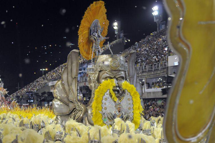 Escola de samba São Clemente desfila enredo