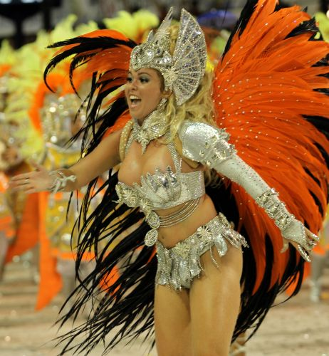 Bruna Almeida, rainha de bateria da São Clemente desfila enredo em homenagem ao Rio de Janeiro (6/3/2011)