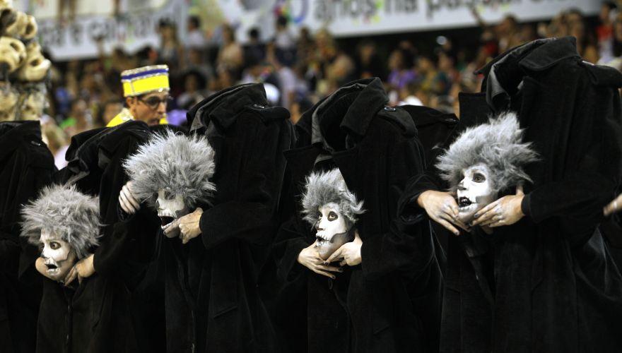 Comissão de frente da Unidos da Tijuca desfila na Sapucaí enredo sobre o medo e o cinema (06/03/2011)