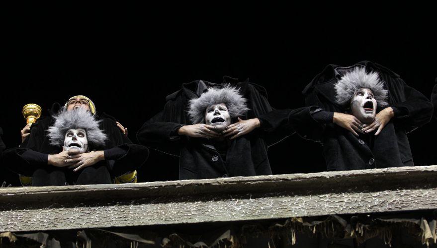Comissão de frente da escola desfila na Sapucaí enredo cujo nome é inspirado em filme de José Mojica Marins (06/03/2011)