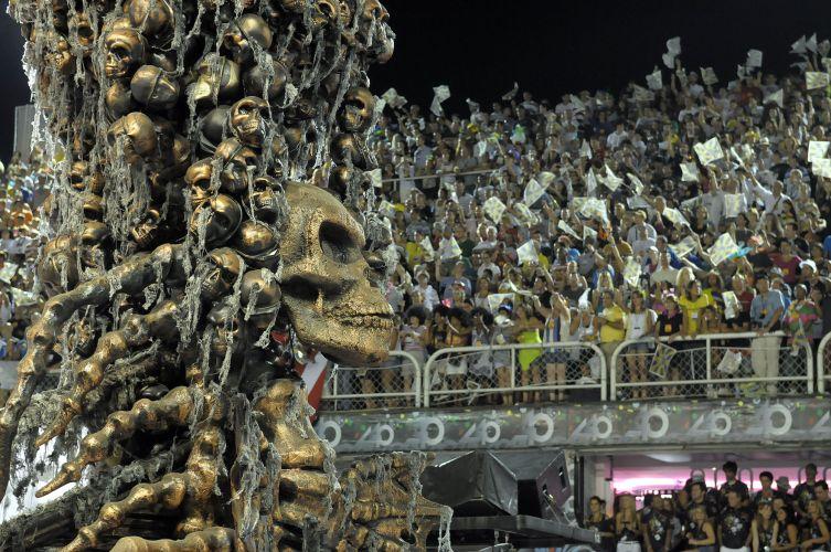 Atual campeã do Carnaval do Rio desfila enredo sobre o universo do terror e do sombrio na Sapucaí. Tema também envolveu o cinema (06/03/2011)