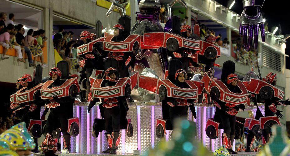 Integrantes de ala da atual campeã do Carnaval do Rio. Tijuca falou sobre o cinema e o universo sombrio em seu desfile (06/03/2011)