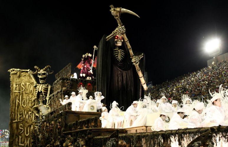 Alegoria da Unidos da Tijuca, escola que desfila enredo sobre o medo e o universo sombrio, ligando o tema também ao cinema (06/03/2011)
