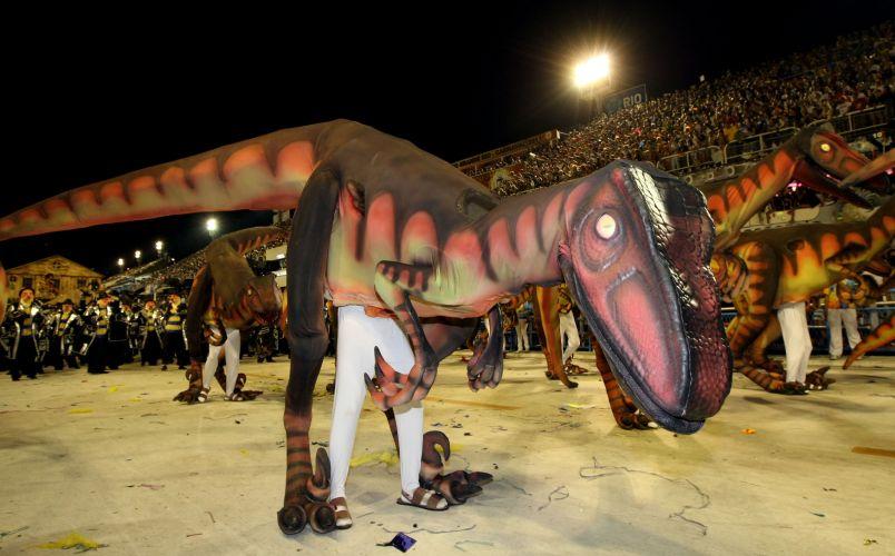 Dinossauro de ala da Tijuca, que desfilou com o enredo