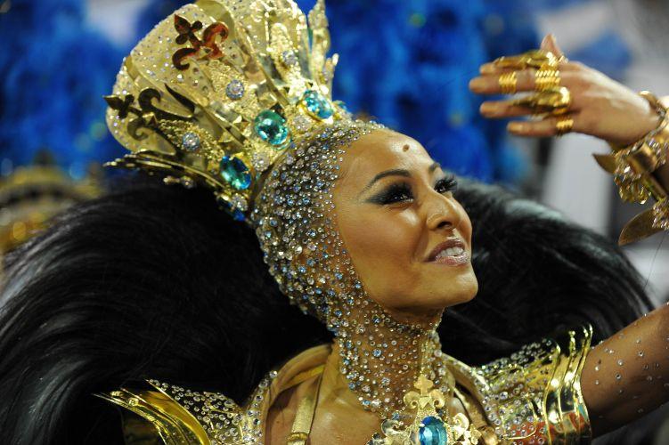 Sabrina Sato, rainha de bateria da Vila Isabel desfila na Marquês de Sapucaí (06/03/2011)