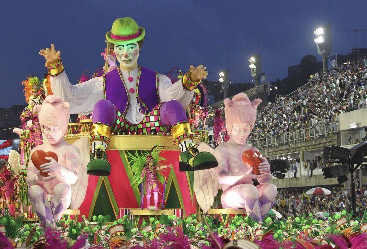 Destaques de alegoria da escola desfilam enredo celebrando o compositor Nelson Cavaquinho (06/03/2011)