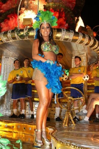 A modelo paraguaia Larissa Riquelme na concentração de desfile da Unidos de Vila Maria (05/03/2011)