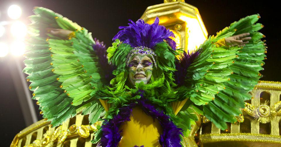 Segunda escola da noite, Tom Maior desfila enredo em homenagem a cidade de São Bernardo (4/3/2011). Integrante da escola desfila representando a fauna na cidade