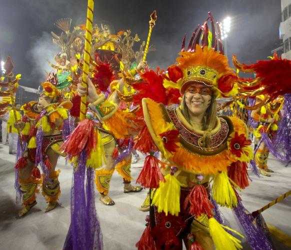 Integrante da Tom Maior desfila enredo em homenagem a cidade de São Bernardo (4/3/2011)