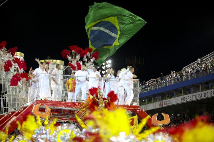 Alegoria da Tom Maior desfila no Anhembi enredo em homenagem a São Bernardo do Campo e ao ex-presidente Lula (04/03/2011)