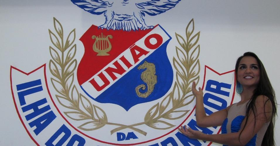 Bruna Bruno, rainha de bateria da União da Ilha, participa da reinauguração da quadra da escola (18/12/11)