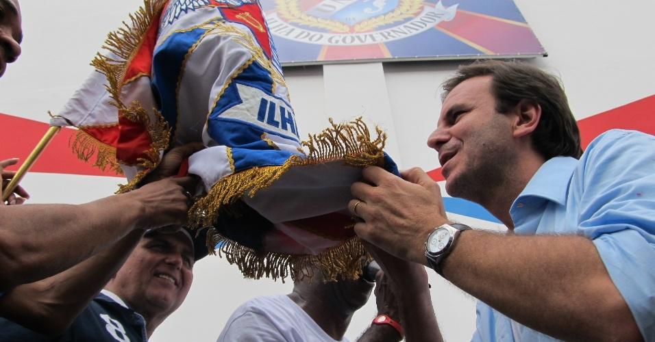 O prefeito do Rio Eduardo Paes participa da reinauguração da quadra da escola de samba União da Ilha do Governador neste domingo (18/12/11)