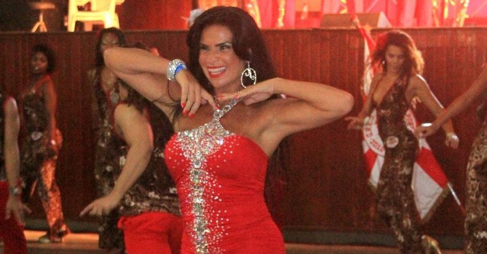 A modelo será rainha da bateria da escola de samba no Carnaval 2012