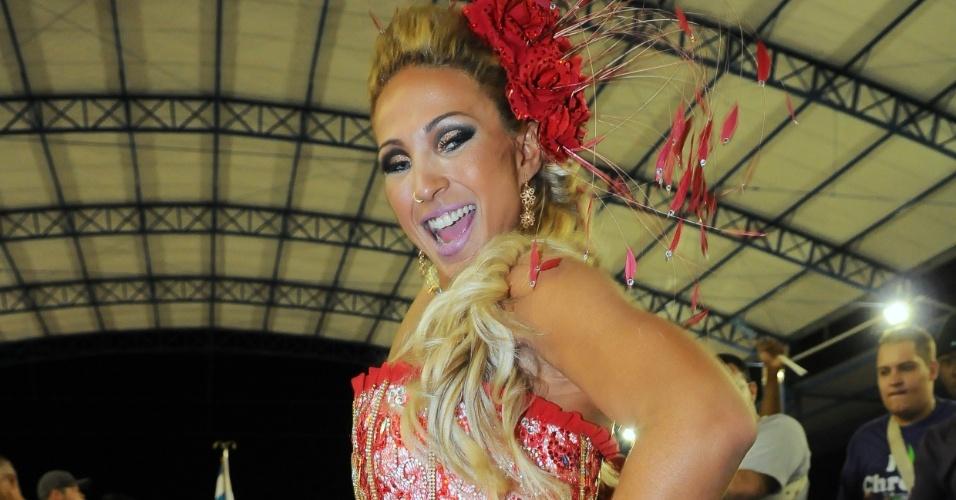 Rainha de bateria da escola, Valeska Popozuda participou neste domingo (8) do ensaio da Águia de Ouro, em São Paulo.