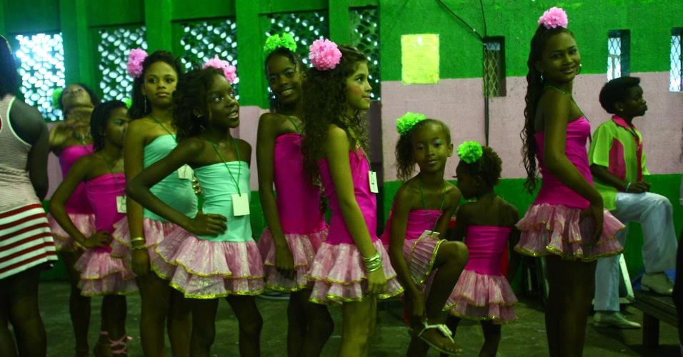 Candidatas ao posto de rainha de bateria da Mangueira do Amanhã, escola de samba mirim da Estação Primeira da Mangueira.