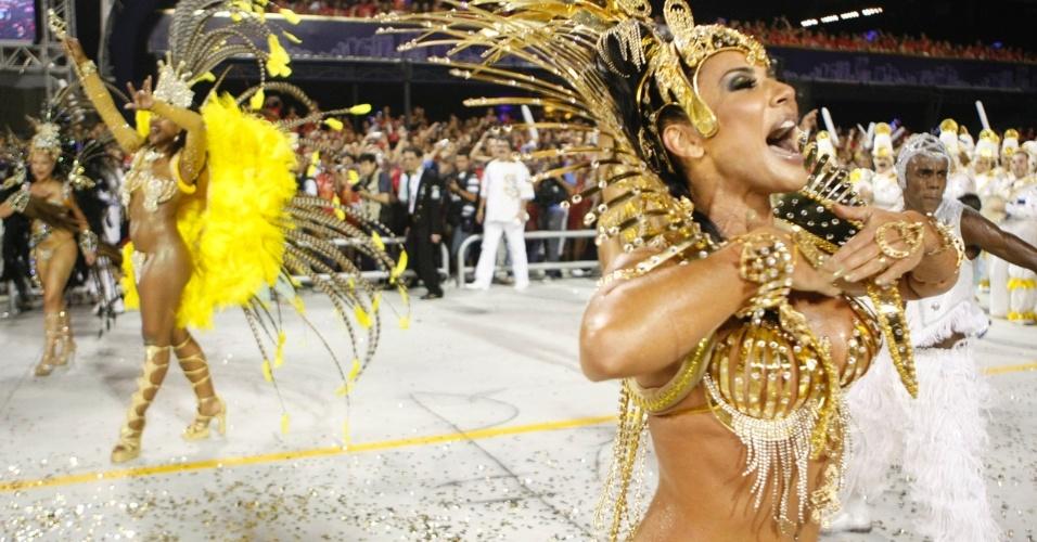 A rainha Scheila dança ao ritmo da bateria no desfile da Vila Maria (20/2/09)