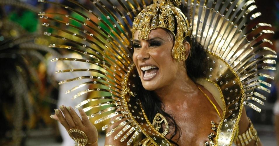 Após um ano afastada do Carnaval, Scheila Carvalho volta com tudo em cima para o desfile da Vila Maria (20/2/09), que terminou o campeonato em oitavo lugar em SP