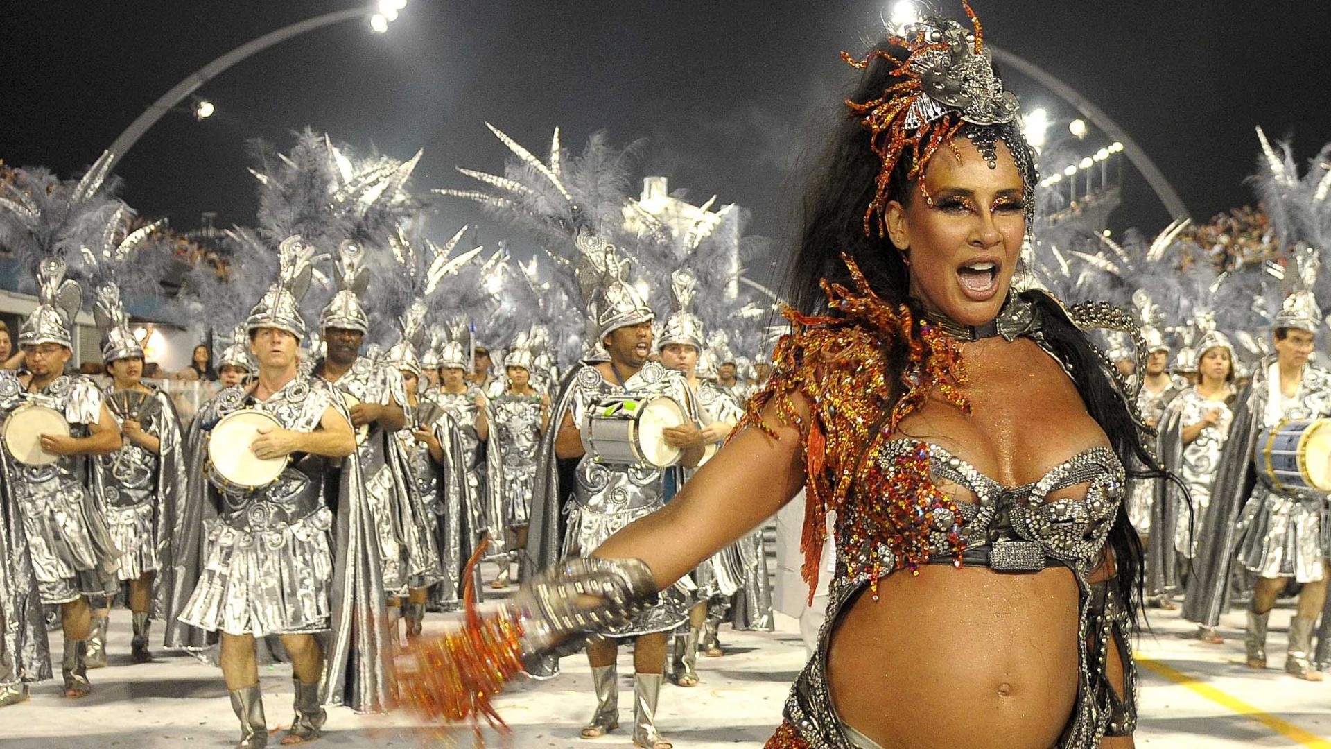Em 2010, a dançarina, que estava grávida de sua filha Luiza, foi destaque da escola de samba Unidos de Vila Maria (13/2/10)