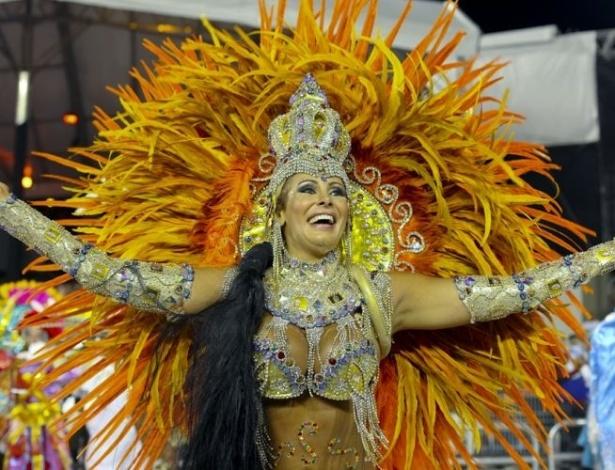 Em 2011, Ângela desfilou como madrinha de bateria da escola da Nenê de Vila Matilde, com uma fantasia que representa o uso de sal na produção de joias (5/3/2011