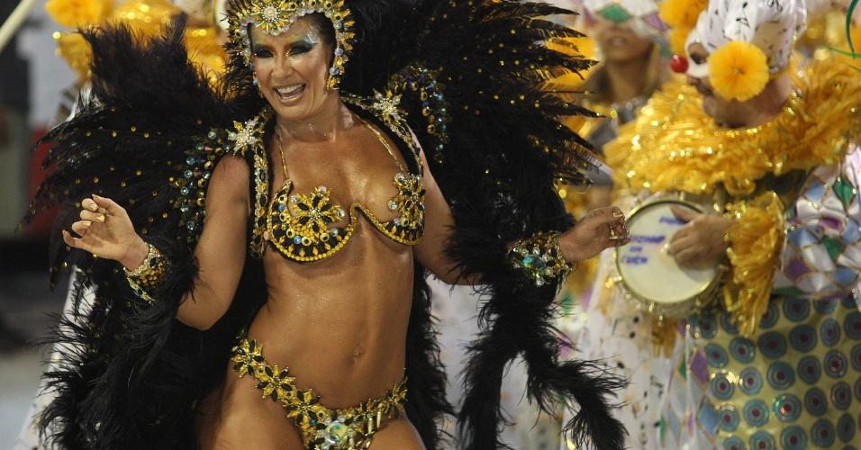 Em 2011, Scheila Carvalho sambou à frente da bateria da escola de samba Unidos da Vila Maria, em São Paulo (6/3/11)