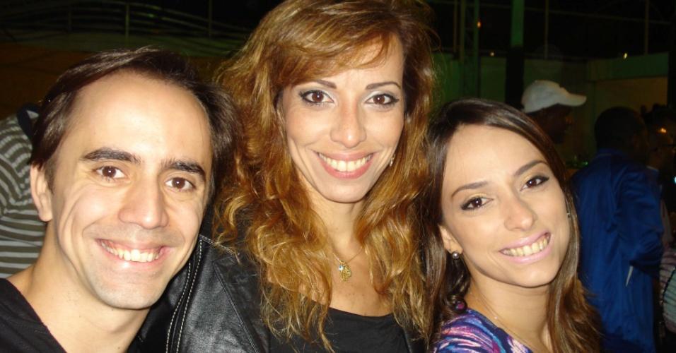 Os coreógrafos Rodrigo Neri (esquerda) e Priscila Mota (direita), da Unidos da Tijuca, e Claudia Mota, (centro), bailarina do Theatro Municipal.