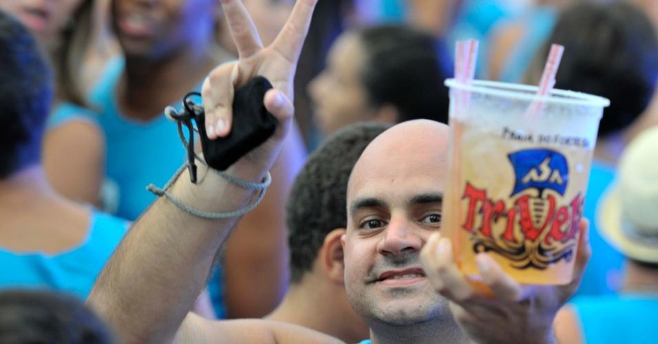 Asa de Águia abriu neste sábado (14) oficialmente a folia baiana com a tradicional festa da Trivela. Os foliões se divertiram e acompanharam todas as músicas do grupo