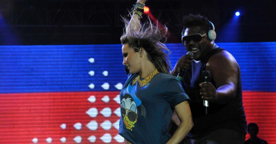Claudia Leitte faz show de abertura da folia baiana na festa Trivela e dá prévia sobre como será o seu carnaval. O grupo Asa de Águia abriu o evento
