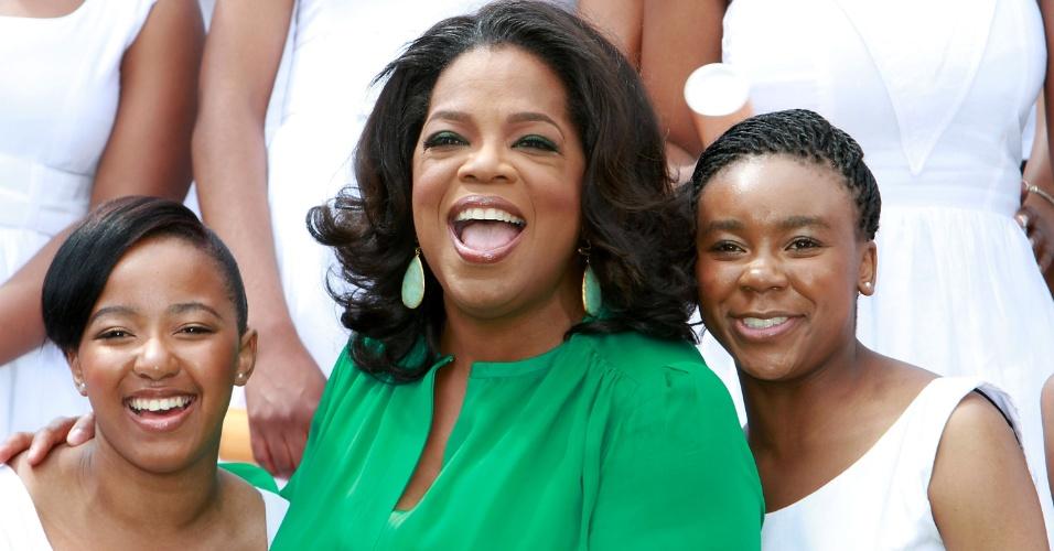 Oprah Winfrey participa de cerimônia de graduação da primeira turma formada por sua fundação, a Oprah Winfrey Leadership Academy, na África do Sul (14/1/12)