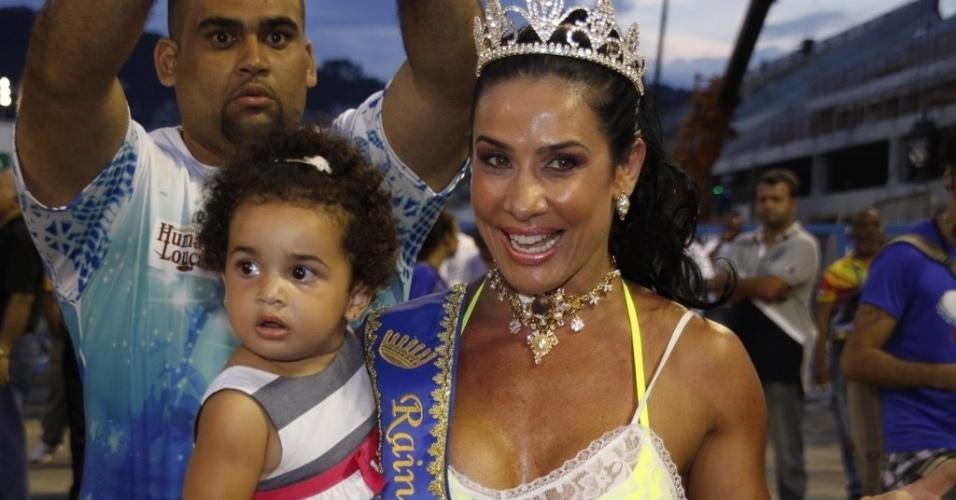 Scheila Carvalho e sua filha Giulia participam de ensaio técnico da escola de samba Paraíso do Tuiuti no sábado (14/01/12)