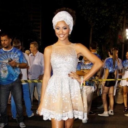 A atriz Sheron Menezes participa de ensaio técnico da Portela