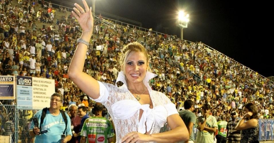 Angela Bismarchi participa de ensaio técnico da escola de samba Mocidade Independente
