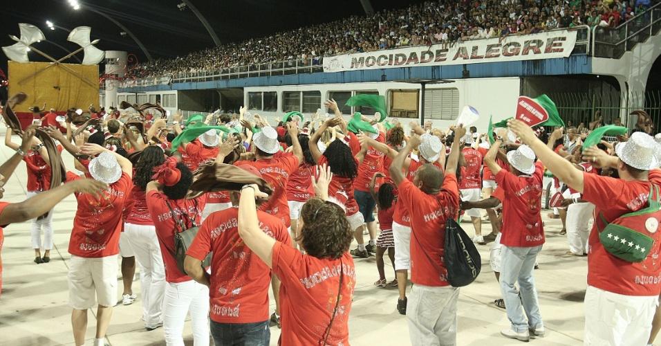 Ensaio técnino da escola Mocidade Alegre, a segunda a entrar no no sambódromo do Anhembi (14/1/12)