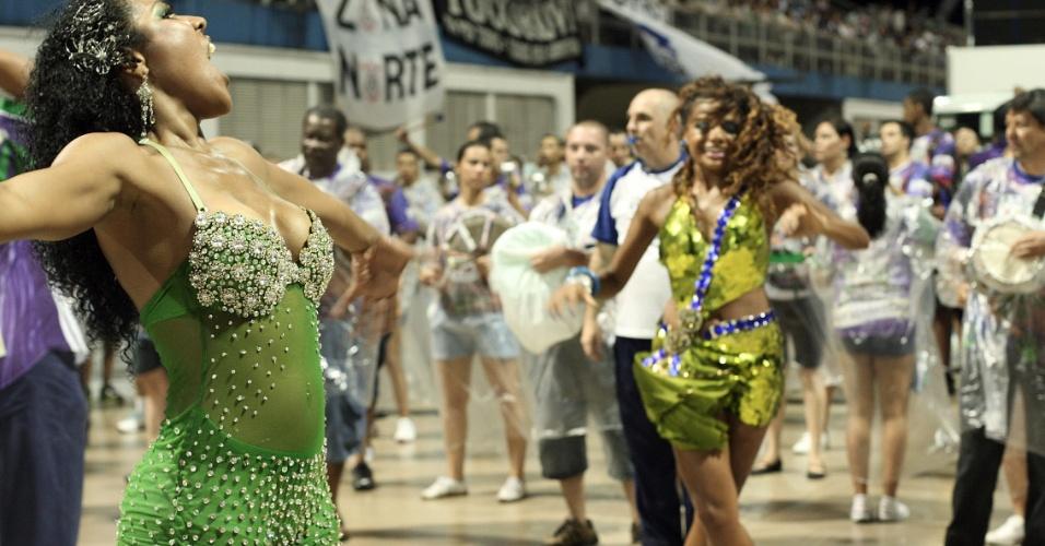 Monalisa Marques e Quitéria Chagas , princesa e musa da bateria da Vila Maria, respectivamente, em ensaio técnico no Anhembi (14/1/12)