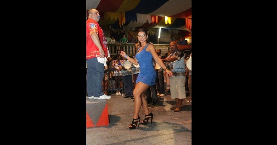 Graciella Carvalho, vice do Miss Bumbum, participou de ensaio técnico da Acadêmicos do Tucuruvi no sábado (14/01/12). A bela será destaque da escola de samba no desfile de 2012
