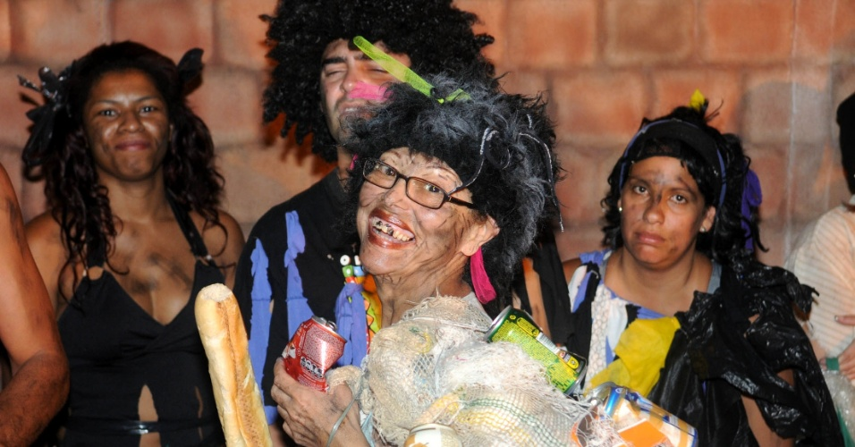 A Beija-Flor começou na terça-feira (17/01/12) a seleção dos atores que participarão da homenagem da escola ao carnavalesco Joãosinho Trinta. Eles vão atravessar a Avenida no último carro alegórico, que representará o