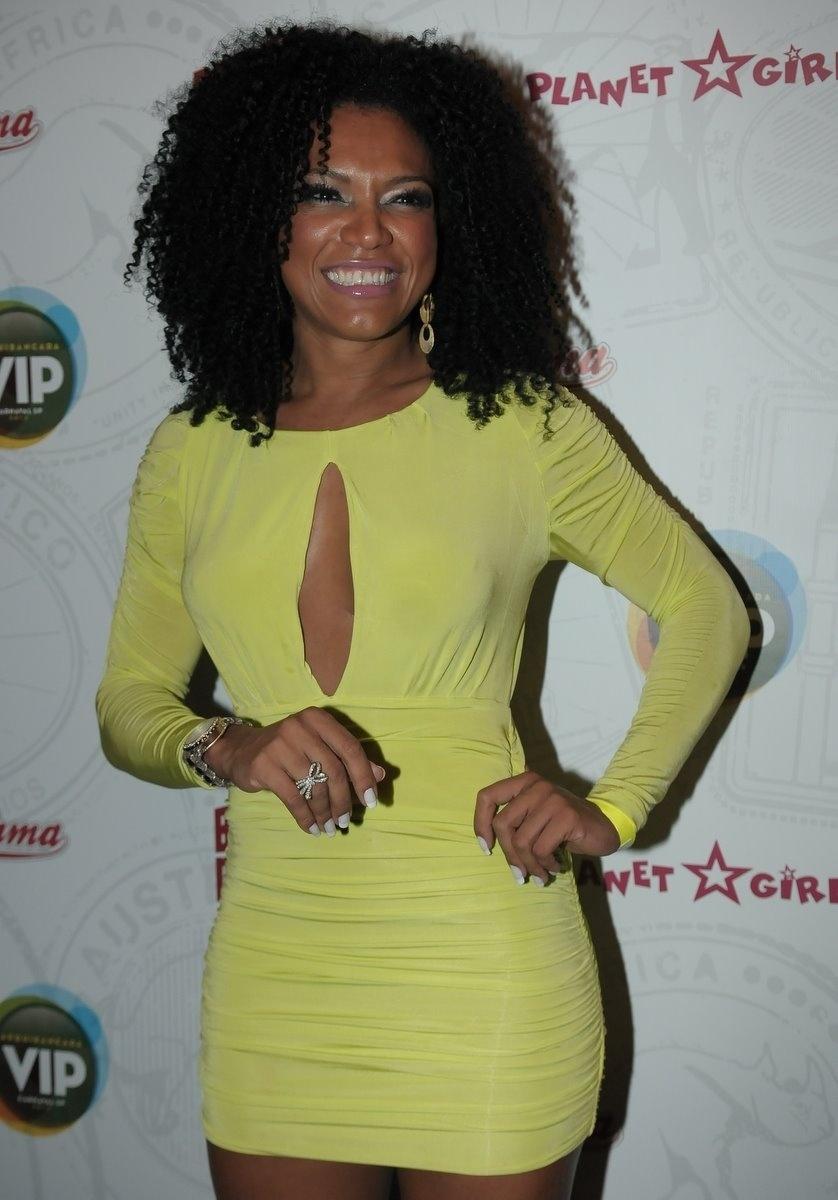 Simone Sampaio compareceu à estreia do Happy Hour pré-Carnaval do Camarote Bar Brahma, em São Paulo, na quarta-feira (18/01/12).